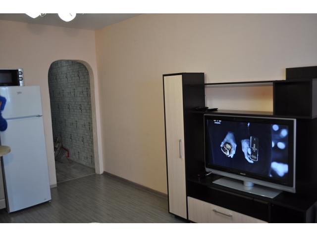 Квартира-студия в 5 минутах от центра города, свежий ремонт и мебель.
